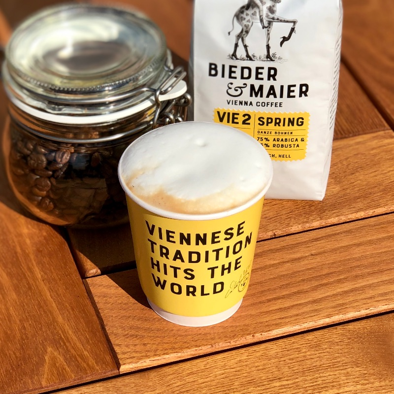 "Cappuccino / 8g Bieder & Maier ""Spring"" with steamed Milk /large cup/"